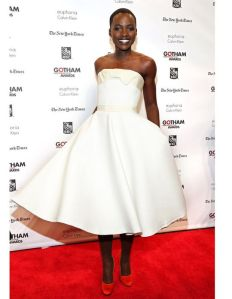 Le-look-du-jour-Lupita-Nyong-o-l-actrice-qui-monte-a-Hollywood_reference2