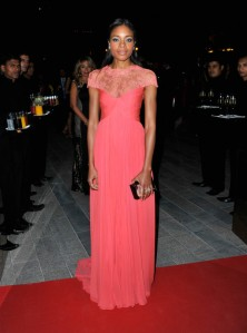 Naomie-Harris-in-Monique-Lhuillier-Oxfam-Charity-Gala-Dubai-International-Film-Festival-600x807